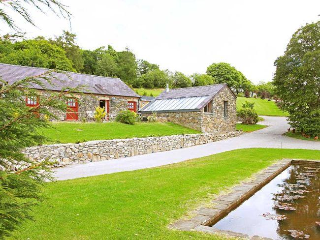 View towards the cottage - MEADO - Porthyrhyd - rentals