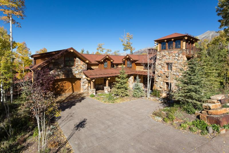 A luxurious and architecturally destinctive retreat. - Peaks View Retreat, Luxury Home w/ Peaks Amenities - Telluride - rentals
