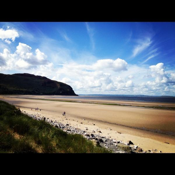 TARDYS Dog Friendly Holiday Cottage by the Sea - Image 1 - Conwy - rentals