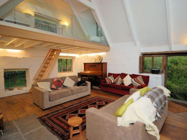 Lounge and mezzanine - LMILL - Llanhennock - rentals