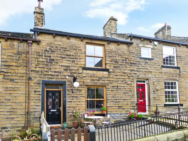 CHAPEL VIEW, village location, woodburner, garden, in Haworth, Ref 11966 - Image 1 - Haworth - rentals