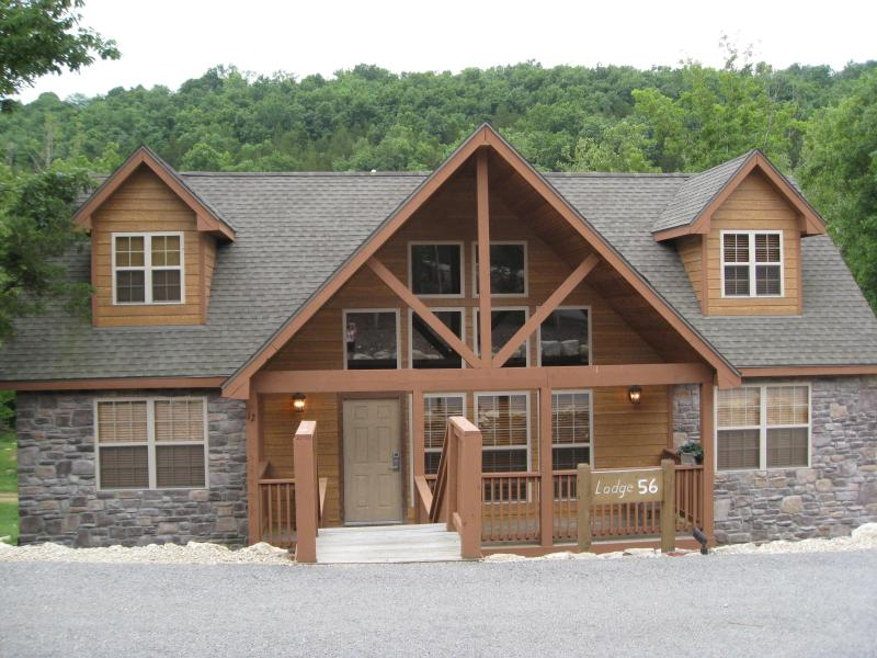 Beautiful  4 Bedroom Cabin is Gated Golf Community - Image 1 - Branson - rentals