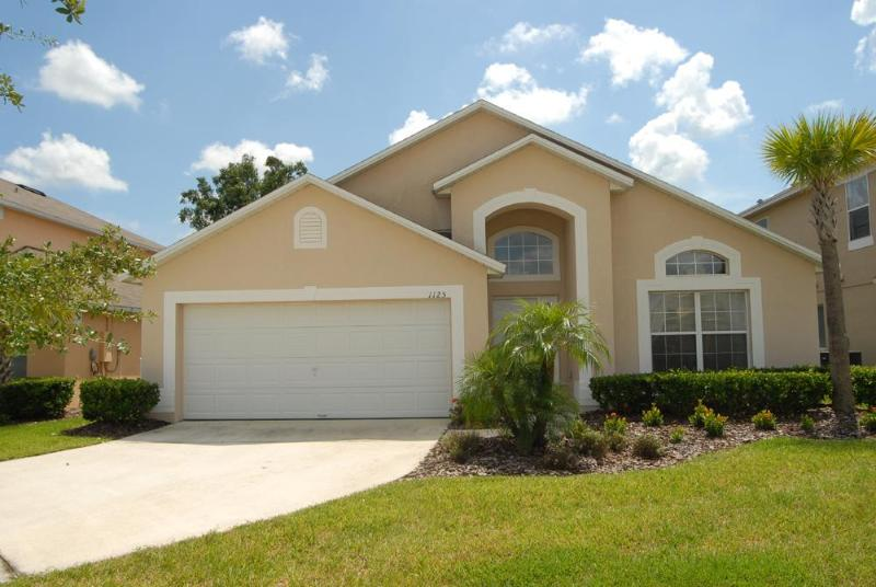 South facing pool with Spa- 4 bed/3bath home Ref 35906 - Image 1 - Kissimmee - rentals