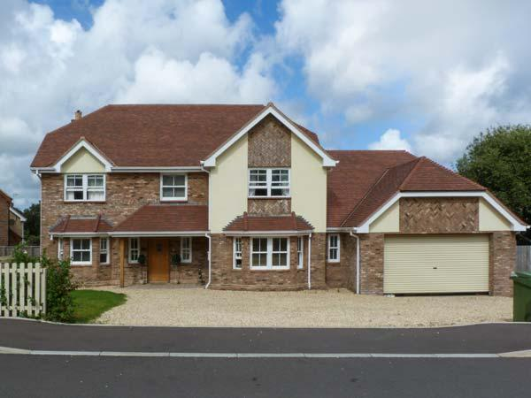 RUSH HOUSE, luxury pet-friendly accommodation with en-suites, hot tub, in Shanklin Ref 19428 - Image 1 - Shanklin - rentals