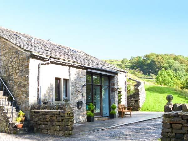 HILLTOP BARN, luxury cottage, upside down accommodation, character features, all bedrooms en-suite, in Starbotton, Ref. 19986 - Image 1 - Starbotton - rentals