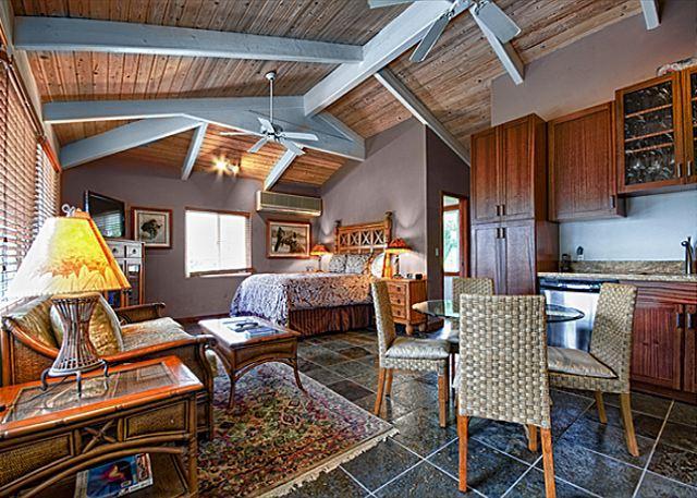Quaint upscale bungalow in oceanfront estate - Image 1 - Kailua-Kona - rentals
