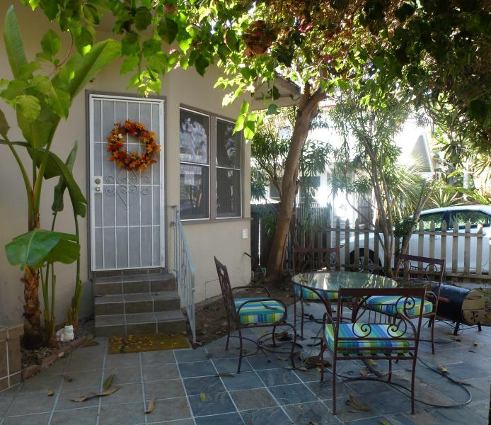 Front door - $79/per night  3 minuts/ To Downtown/ Convention ct - Pacific Beach - rentals
