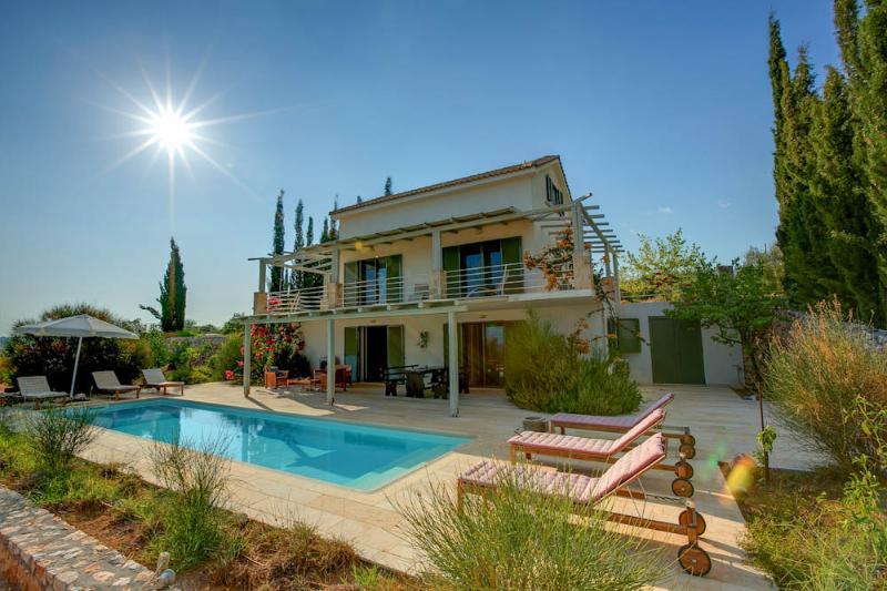 3 Bedroom Deluxe Villa Asterias - Image 1 - Trapezaki - rentals