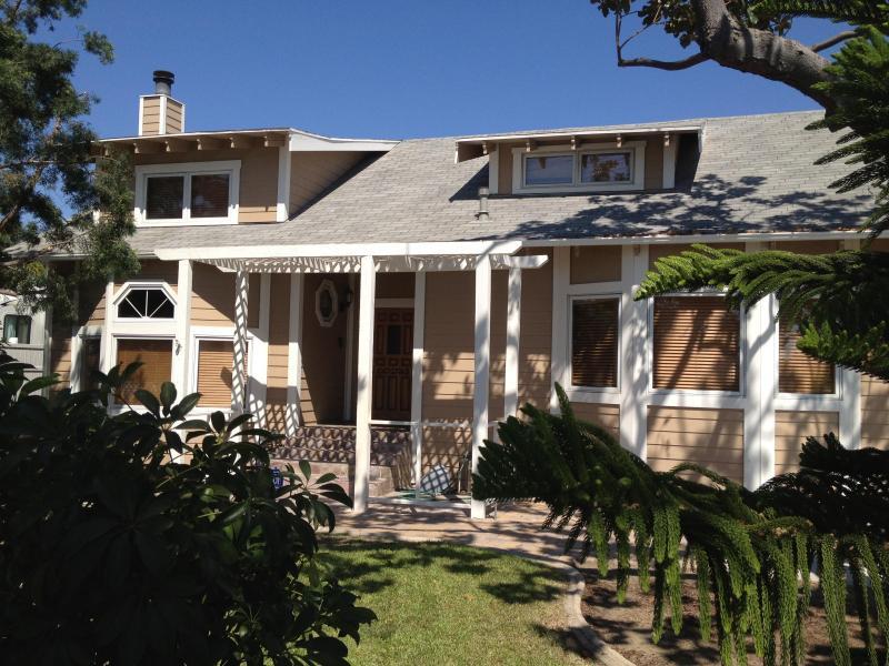 Front View of Villa Anaheim - 2500 SqFt House with Spa 15 min walk to Disneyland - Anaheim - rentals