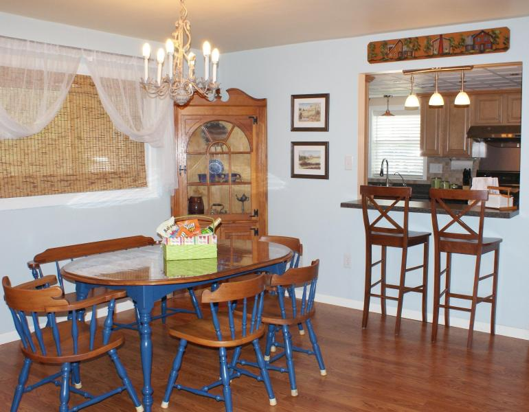 Dining and Breakfast Bar - Comfy Townhome nearby Dutch Wonderland & Outlets - Lancaster - rentals