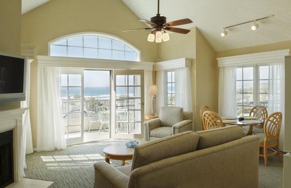 Access to oceanview pool, spa, restaurant, tennis - Image 1 - Del Mar - rentals