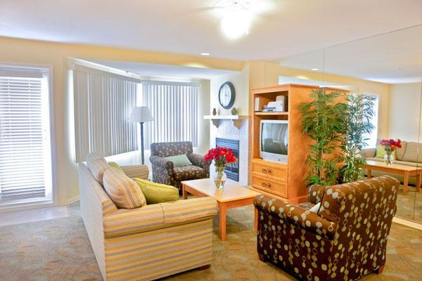 Across from pier with free parking, walk to beach - Image 1 - San Clemente - rentals