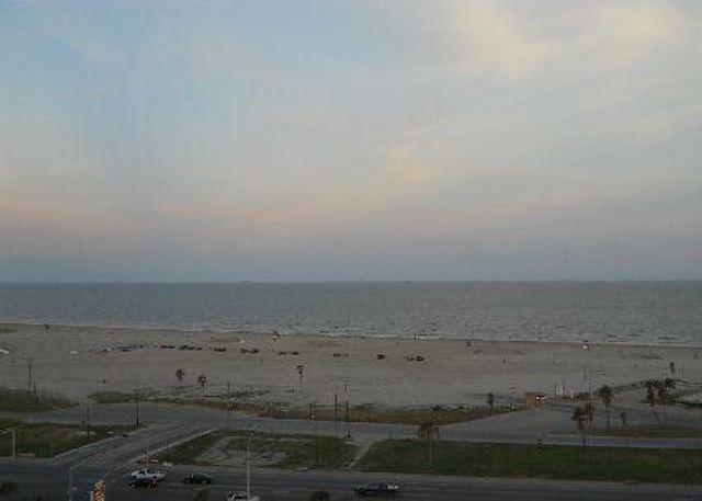 """Emerald 1007"" At the point where the road ends and you hit sand! - Image 1 - Galveston - rentals"