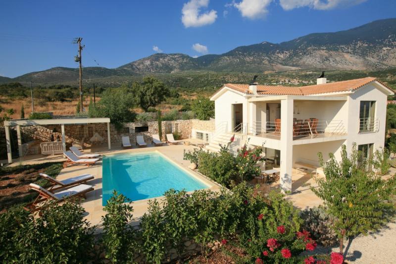 4 Bedroom Grand Villa Linatela - Image 1 - Cephalonia - rentals