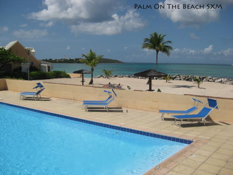 Pool... on the beach - Delightful studio on the beach in luxury residence - Baie Nettle - rentals