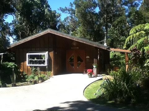 Front view of cottage - Craftsman cottage on 6 forested acres - Kailua-Kona - rentals