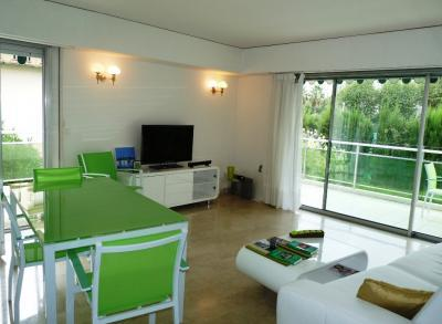 Velasquez Vert Wonderful 3 Bedroom Vacation Home with a Terrace - Image 1 - Cannes - rentals