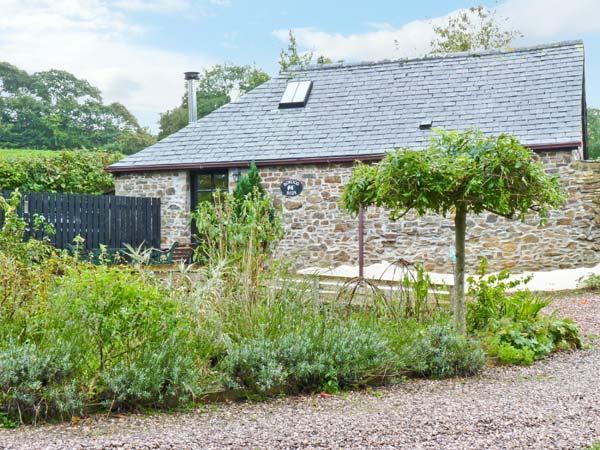 BOWOOD BARN, romantic retreat, rural location, woodburning stove, in Great Torrington Ref 15993 - Image 1 - Great Torrington - rentals