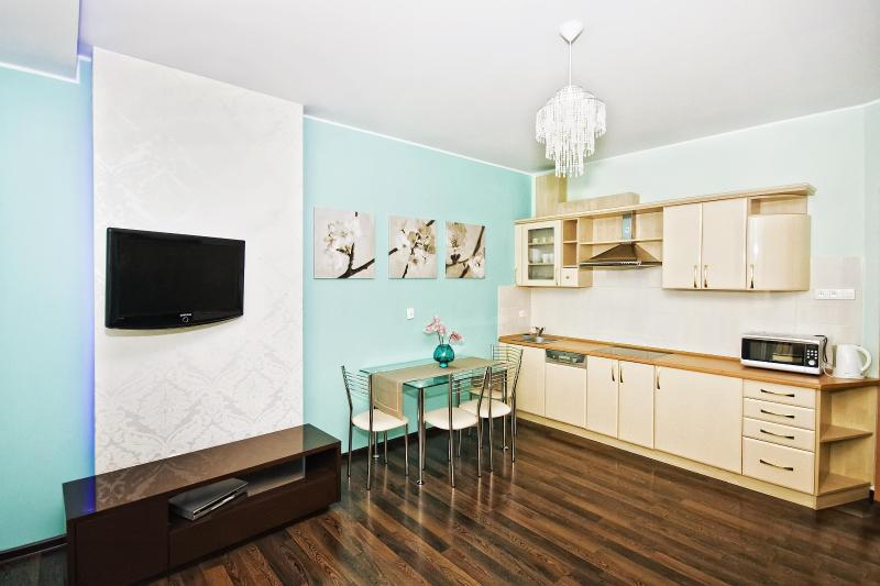 Living room with fully equipped kitchen - Sopot downtown Luxury Apt Monte Cassino / Monciak - Sopot - rentals