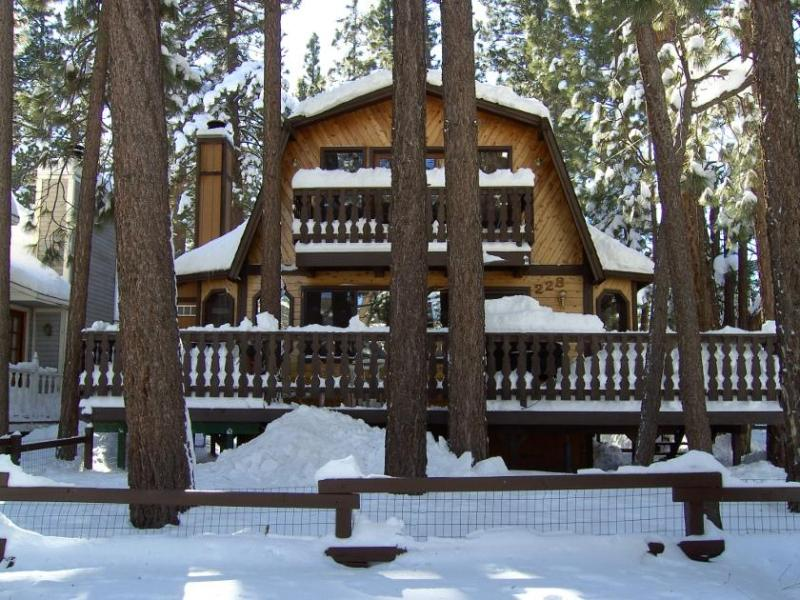 Winter at the Pilot's Chalet - Pilot's Chalet in Big Bear - Close to the Lake - Big Bear City - rentals