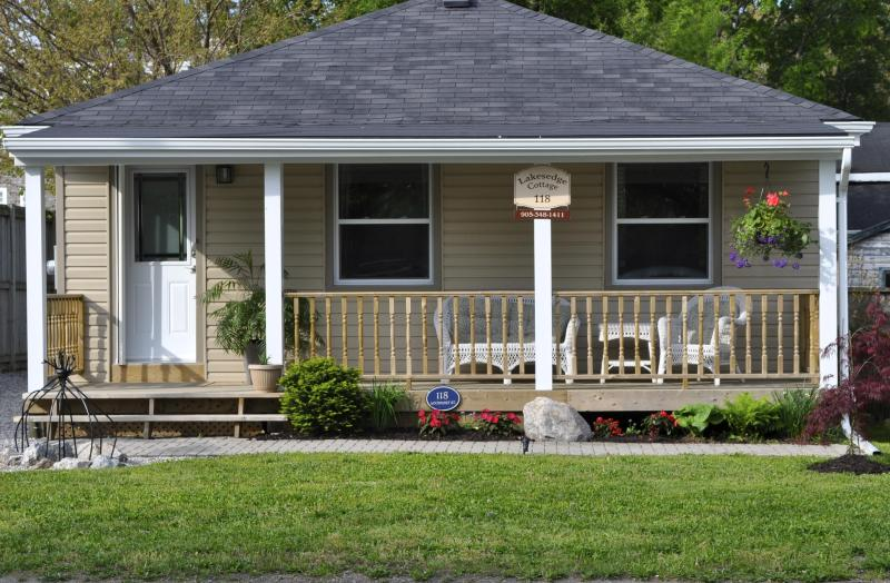 Lakes Edge Cottage the perfect location - Image 1 - Niagara-on-the-Lake - rentals