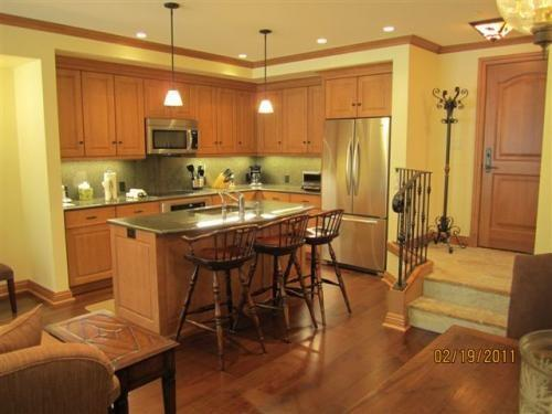 Kitchen with granite countertops, stainless steel appliances and breakfast bar - Suite 4 in Vail Village - Vail - rentals