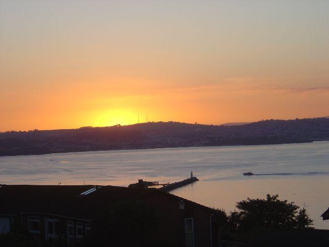 Sunset across the bay from the balcony - HIGLI - Brixham - rentals