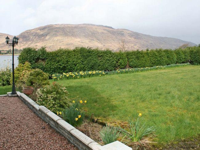 Enjoy the loch and mountain views from the enclosed garden - IN727 - Lochaber - rentals