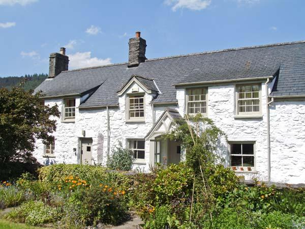 THE FARMHOUSE, Grade II listed pet-friendly cottage with woodburner, garden, close to Betws-y-Coed, Ref 18628 - Image 1 - Betws-y-Coed - rentals