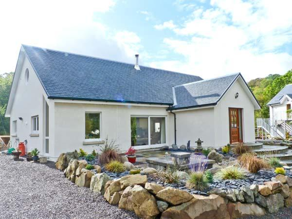 NANT HALL, romantic retreat, woodburning stove, patios, parking, in  Taynuilt, Ref 20081 - Image 1 - Taynuilt - rentals