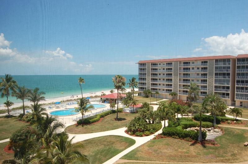 Ocean, pool and courtyard of Bonita Beach Club-Lanai View - Bountiful Beaches and Sunsets on Bonita Beach,  FL - Bonita Springs - rentals