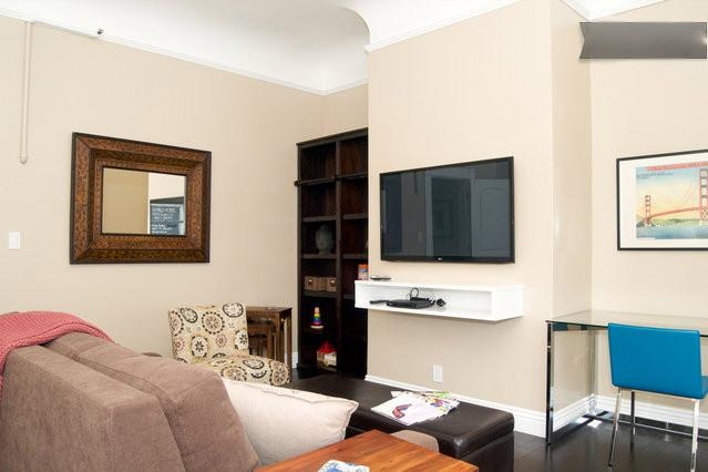 Living room with desk, high speed wireless, iPad loaded with tourist information - Remodeled Beauty Spacious 1 Bedroom Haight Ashbury - San Francisco - rentals