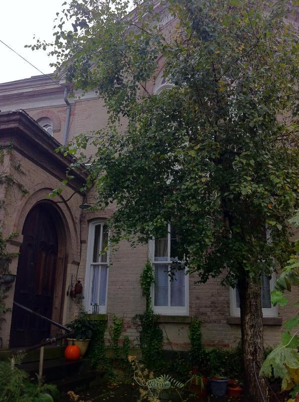 The entrance to the church. - Church Des Artistes - Kingston - rentals