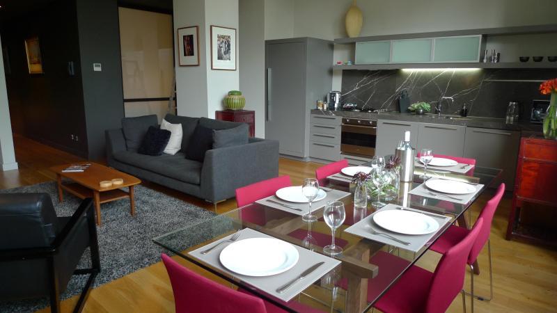 Designer Interior - NEW YORK STYLE  IPNO Luxury Apartments  CBD - Melbourne - rentals