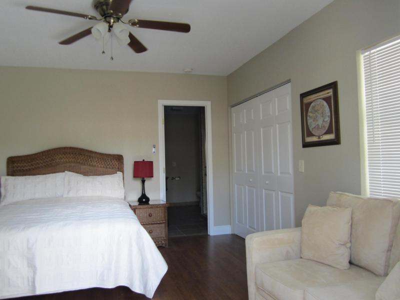 Studio queen bed/living area - Charming Beach Studio - Vero Beach - rentals