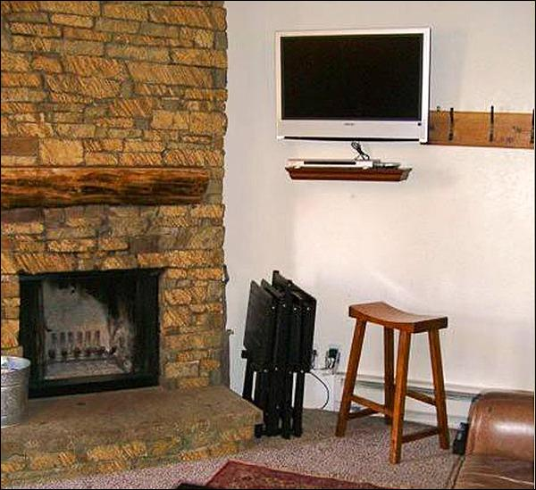 Wood-Burning Fireplace and Flat-Screen TV in the Living Room - Wonderful Year-Round Vacation Condo - Perfect for Family Trips (1235) - Crested Butte - rentals