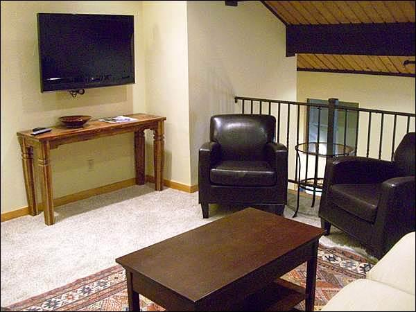 Flat-Screen TV in the Living Room - Great Vacation Condo with an Open Layout - Centrally Located (1234) - Crested Butte - rentals