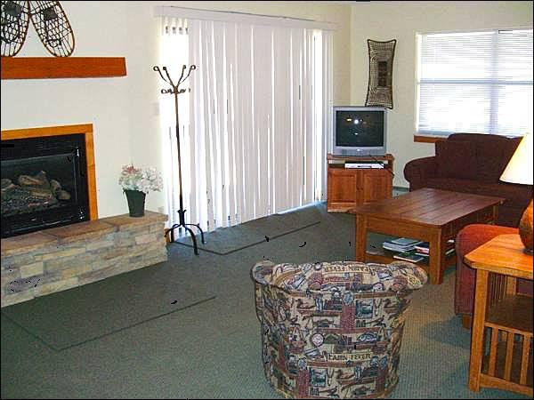 Open and Spacious Living Room Boasts a Gas Fireplace - Spacious and Inviting Condo - Centrally Located (1296) - Crested Butte - rentals