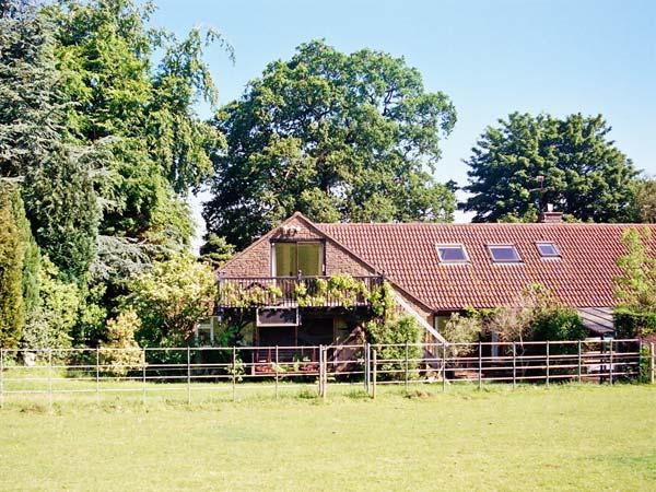 UPLANDs all first floor, balcony with views, close to major towns in Sherborne Ref 19980 - Image 1 - Sherborne - rentals