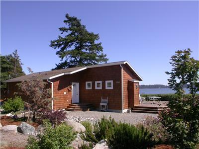 Sandpiper Haven: Fabulous 80ft Waterfront Beach House, VIEWS, Penn Cove, Whidbey Island. - Sandpiper Haven - Whidbey's Waterfront Gem, Kayaks - Oak Harbor - rentals