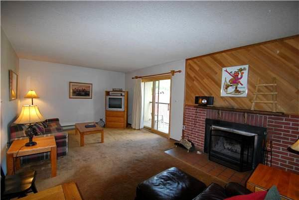 Relax Next to the Wood-Burning Fireplace - Comfortable Home Away from Home - Warm and Cozy Living Room (7005) - Keystone - rentals
