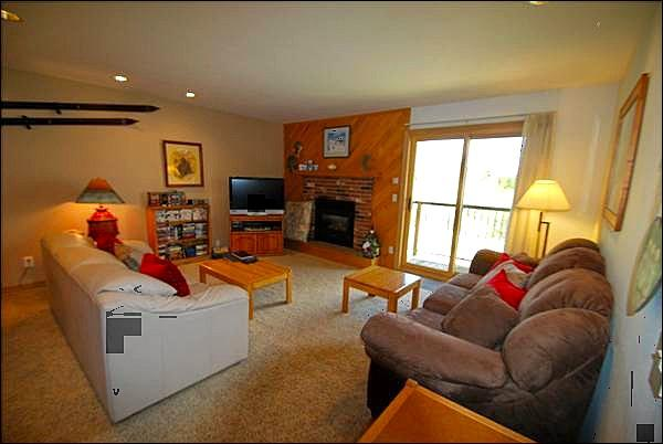 Spacious Living Room with Fireplace - Spacious Accommodations - Picture-Perfect Mountain Views (7009) - Keystone - rentals