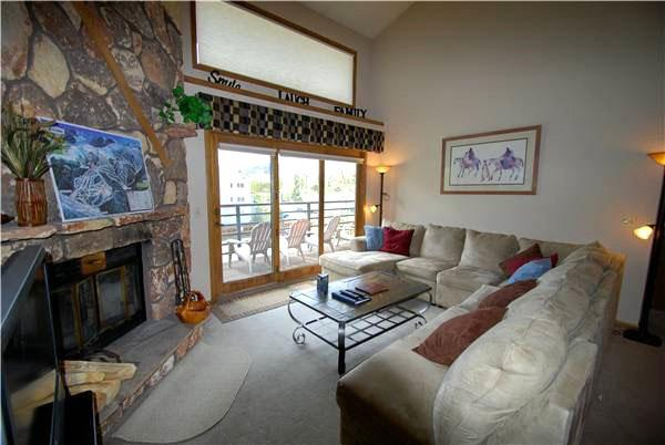 Living Room with Wood Burning Fireplace - Mountain Views - Spacious Layout (7059) - Keystone - rentals