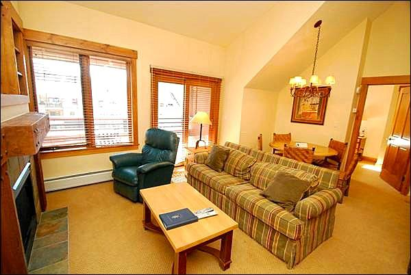 Living Room with TV and Fireplace - Fantastic Mountain Vacation Living - Great Location (7064) - Keystone - rentals
