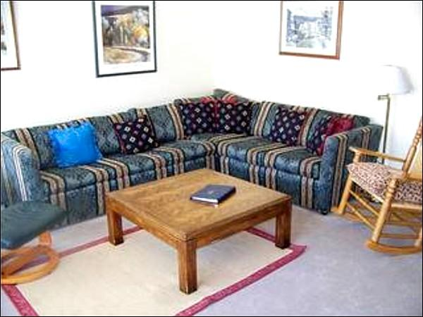 Classic Mountain Seating in Living Room - Spacious and Open Layout - Modern Mountain Design (7065) - Keystone - rentals