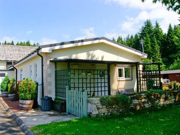 FIR TREE COTTAGE, romantic retreat, ground floor accommodation, en-suite bedroom, parking, near Otterburn, Ref 19946 - Image 1 - Otterburn - rentals