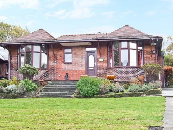 POTS & PANS, bungalow with woodburner, en-suite bedroom, parking, garden, in Greenfield, near Oldham, Ref 6468 - Image 1 - Oldham - rentals
