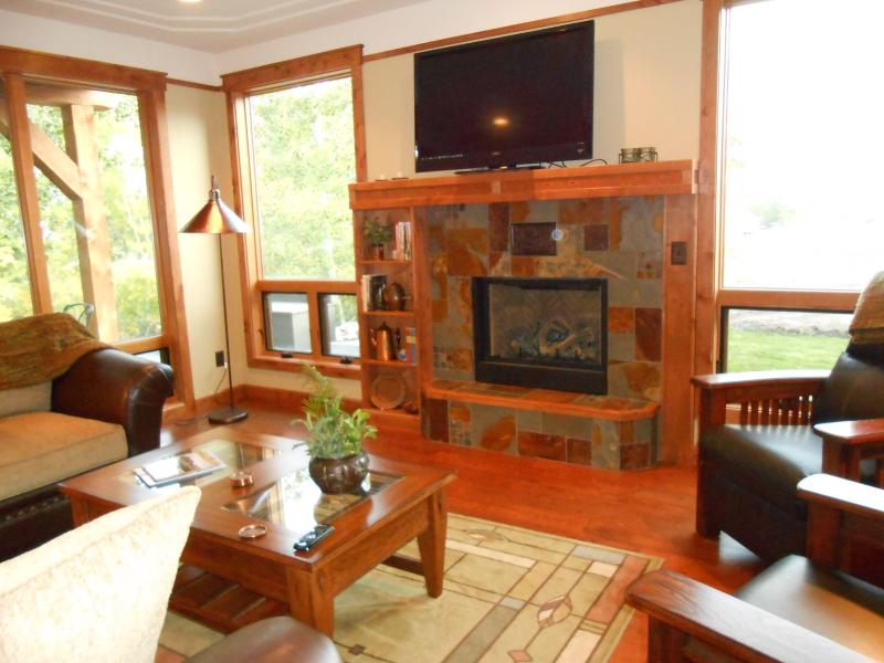 fireplace in living room and one in the main matsrer bedroom as well - Island at Rock Creek 3 bedroom +loft sleeps 9 - Red Lodge - rentals