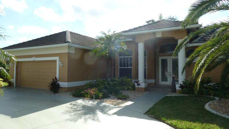 Villa Donna Luxury Pool Home - Image 1 - Cape Coral - rentals