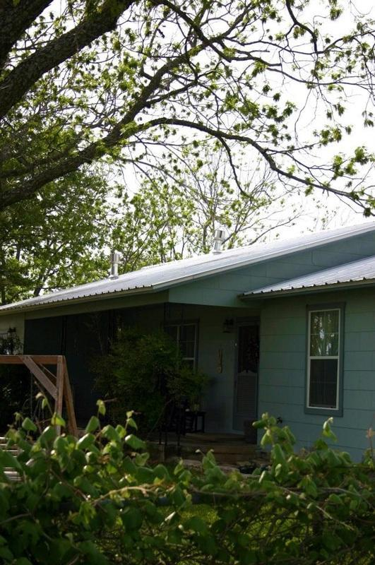 Among the Pecans- Hot Tub, Sleeps 8, Near Wineries - Image 1 - Fredericksburg - rentals